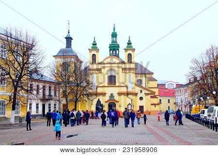 Ivano-frankivsk / Ukraine - 29 October 2017 / Ukraine:ivano-frankivsk City Views: Crowd Of Tourists