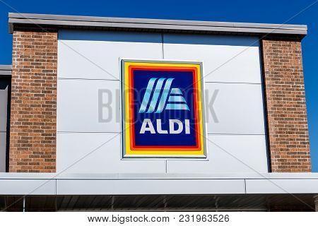 Noblesville - Circa March 2018: Aldi Discount Supermarket. Aldi Sells A Range Of Grocery Items, Incl