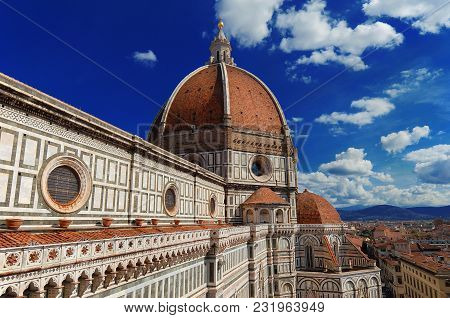 Saint Mary Of The Flower Beuatiful Dome In Florence, Built By Italian Architect Brunelleschi In Th 1