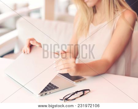 A Young Businesswoman Is Working  On A Laptop In A Cafe
