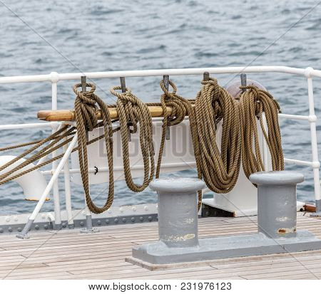 Details Of Marine Equipment Ropes And Ties For Sailboats