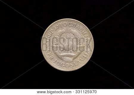 Socialist Federal Republic Of Yugoslavia Old 2 Dinara Coin From 1980, Obverse Showing The State Embl