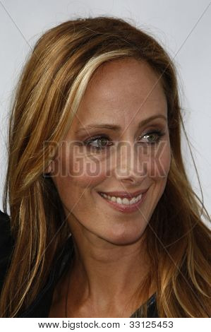 LOS ANGELES - SEPT 25: Kim Raver at the IRIS, A Journey Through the World of Cinema by Cirque du Soleil premiere at the Kodak Theater on September 25, 2011  in Los Angeles, California