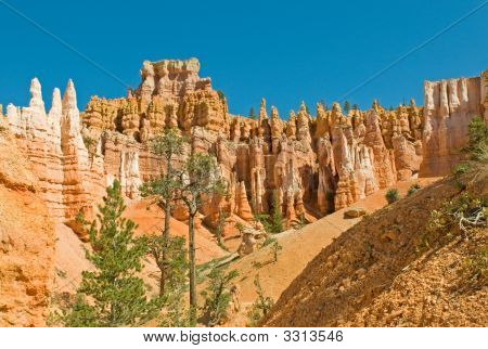 Red Pinnacles (Hoodoos) Of Bryce Canyon, Utah, Usa