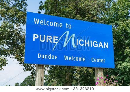 Petersburg, Mi - September 21, 2019: Welcome To Pure Michigan Sign At The Dundee Welcome Center
