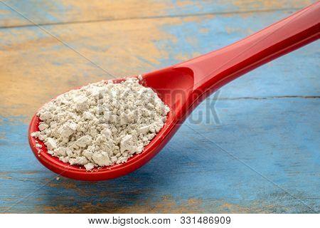 food grade diatomaceous earth detox supplement - red stoneware teaspoon of powder