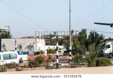 Rosh Haayin, Israel, October 31, 2019 : Army Checkpoint On The Border Between Israel And The Palesti