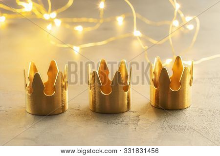 Three Gold Crowns, Symbol Of Tres Reyes Magos
