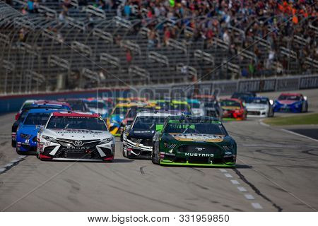 November 03, 2019 - Ft. Worth, Texas, USA: Kevin Harvick (4) leads the field for the AAA Texas 500 at Texas Motor Speedway in Ft. Worth, Texas.