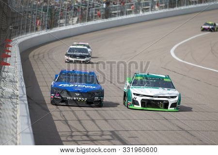 October 20, 2019 - Kansas City, Kansas, USA: Ricky Stenhouse, Jr (17) races for position for the Hollywood Casino 400 at Kansas Speedway