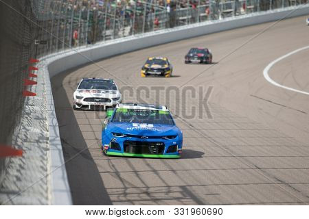 October 20, 2019 - Kansas City, Kansas, USA: Alex Bowman (88) races for position for the Hollywood Casino 400 at Kansas Speedway