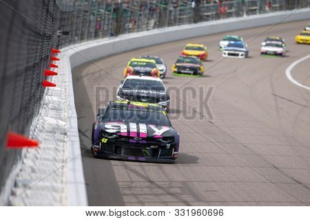 October 20, 2019 - Kansas City, Kansas, USA: Jimmie Johnson (48) races for position for the Hollywood Casino 400 at Kansas Speedway