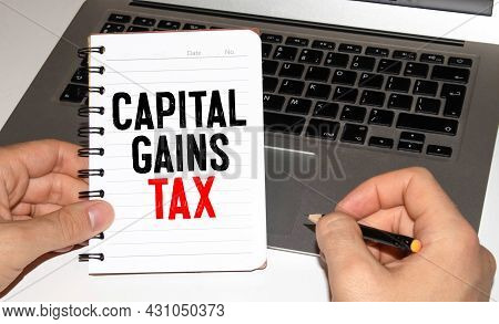 Capital Gains Tax-text Label In The Form Of A Document Registrar Planning Folder. Mandatory Gratuito