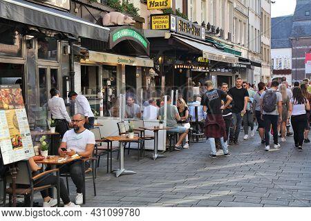 Dusseldorf, Germany - September 19, 2020: People Visit A Sidewalk Cafe In Downtown Dusseldorf, Germa