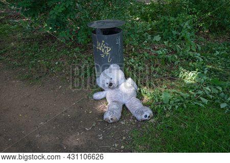 Berlin, Germany - August 11 , 2021 - View Of The Teddy Bear In Berlin Siegessaule And Surroundings