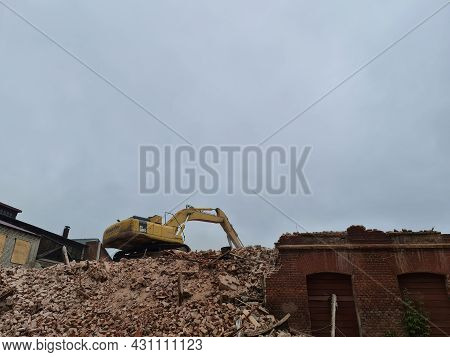 Russia, Tver Region. 18.08.21. Destruction Of A Brick Factory By An Excavator. An Excavator Is Clear