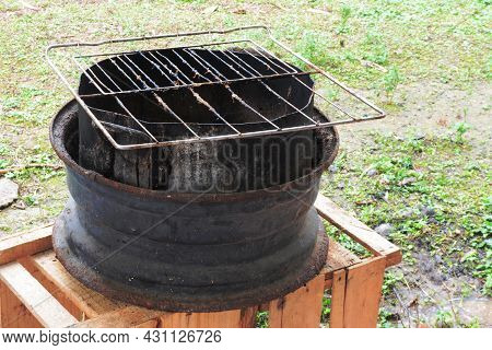 Old Grill Made With A Car Wheel And Aluminum Pan - Brazilian
