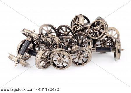 Group Of Metal Spoked Model Railway Wheels With Axles In Oo Gauge Or 1/76 Scale