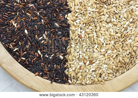 raw rice and black purple rice