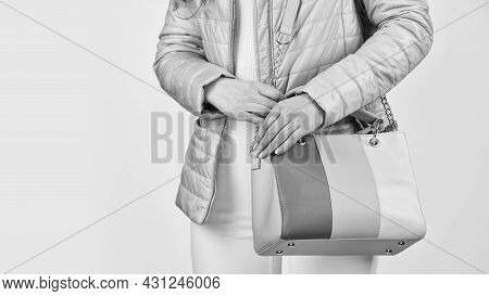 Too Casual. Sexy And Confident Blond Carry Shoulder Bag. Handbag Fashion And Beauty. Tote Or Shopper