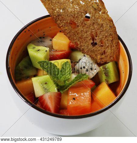 Mixed Fruit Bowl Includes Kiwi, Berries, Papaya, Pineapple,dragonfruit, Melon Etc.