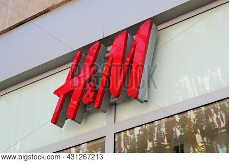 Bordeaux , Aquitaine  France - 08 25 2021 : H&m Logo Brand And Text Sign Front Of Store H & M Swedis