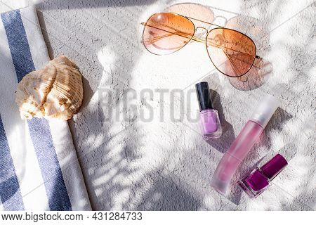 The Layout Of Cosmetics And Sun Rays . Cosmetics And Shadows. Decorative Cosmetics. Cosmetology. Bea