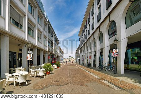 Karlsruhe, Germany - August 2021: Karl-friedrich Street Leading To Castle In City Center