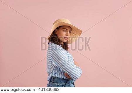 Playful Woman With Dark Hair Blinks Eye, Stands Sideways, Flirts On Vacation, Looking For Fast Love,
