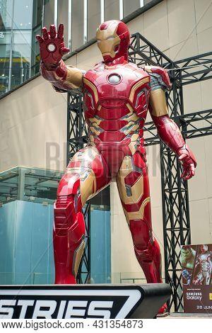 Kuala Lumpur,malaysia - September 7,2019 : A Huge Iron Man Statue Display At The Kl Pavilion, There