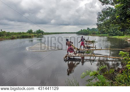South 24 Pargana West Bengal India On 16th August 2021:in The Rural Areas Of South 24 Parganas, Fish