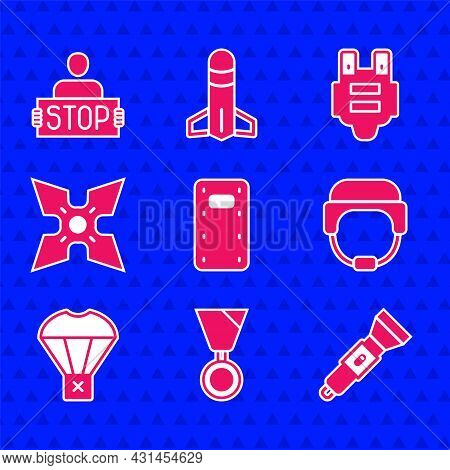 Set Military Assault Shield, Reward Medal, Flashlight, Helmet, Box Flying On Parachute, Japanese Nin
