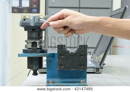 Prepare Face Milling Tool For Use