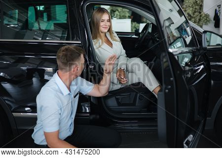Salesperson Shop Opporrtunity Of Each Car And Help Her Choos And Make Right Decision. Man And Woman