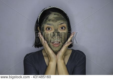 Shock Asian Women When Use To Beauty Face Mask