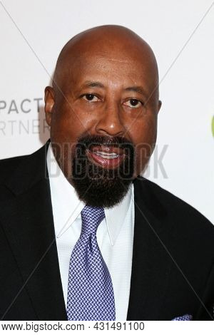 LOS ANGELES - AUG 20:  Mike Woodson at the 21st Annual Harold and Carole Pump Foundation Gala at the Beverly Hilton Hotel on August 20, 2021 in Beverly Hills, CA