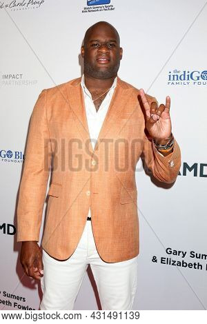 LOS ANGELES - AUG 20:  Vince Young at the 21st Annual Harold and Carole Pump Foundation Gala at the Beverly Hilton Hotel on August 20, 2021 in Beverly Hills, CA