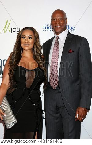 LOS ANGELES - AUG 20:  Cecilia Gutierrez, Byron Scott at the 21st Annual Harold and Carole Pump Foundation Gala at the Beverly Hilton Hotel on August 20, 2021 in Beverly Hills, CA