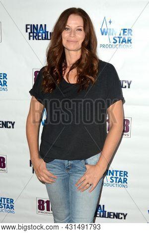 LOS ANGELES - AUG 11:  Jennifer Taylor at