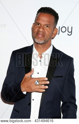LOS ANGELES - AUG 20:  Andre Reed at the 21st Annual Harold and Carole Pump Foundation Gala at the Beverly Hilton Hotel on August 20, 2021 in Beverly Hills, CA