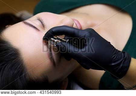 The Master Performs The Procedure Of Lamination Of The Eyebrows, At The Moment He Applies The Second