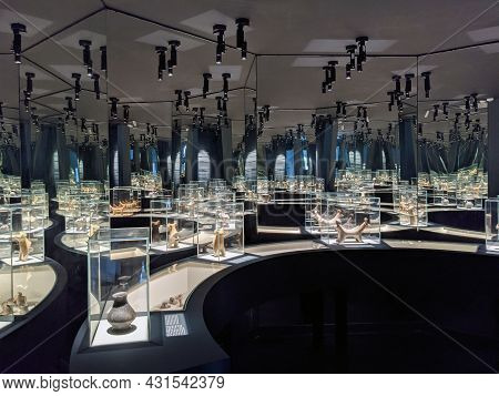 Vani, Georgia 7 August 2021. Vani Archeological Museum. Dark Interior Of A Museum With Mirrors.