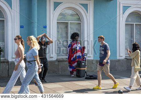 St. Petersburg, Russia - July 09, 2021: Street Musician On The Embankment Of The Griboyedov Canal In