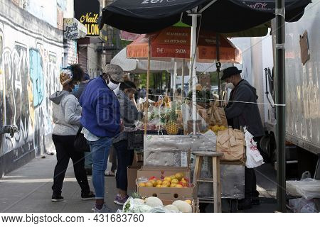 Bronx, New York/usa - May 18, 2020: People Shop For Fruit From A Local Vendor.