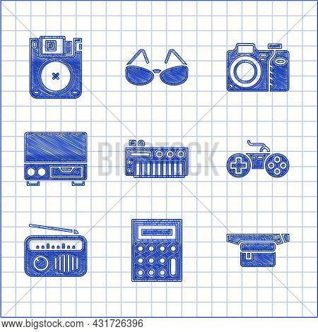 Set Music Synthesizer, Calculator, Waist Bag Of Banana, Gamepad, Radio With Antenna, Old Video Casse