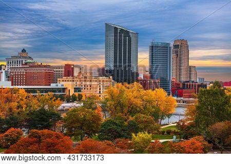 Grand Rapids, Michigan, USA downtown skyline in autumn season.