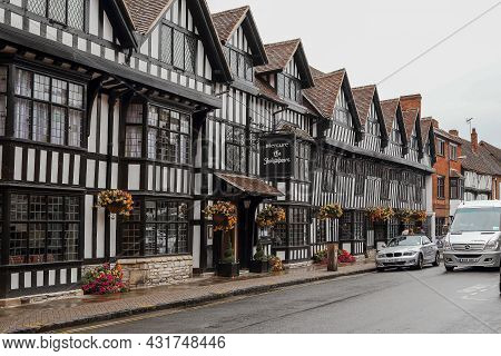 Stratford-upon-avon, Great Britain - September 15, 2014: This Is A Medieval Half-timbered House On O