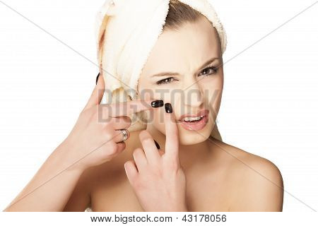 girl squeezes her acne