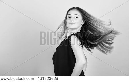 Voluminous Crimped Hair. Curling And Crimping Hair. Hairdresser Styling Tips. Nice And Easy. Trendy