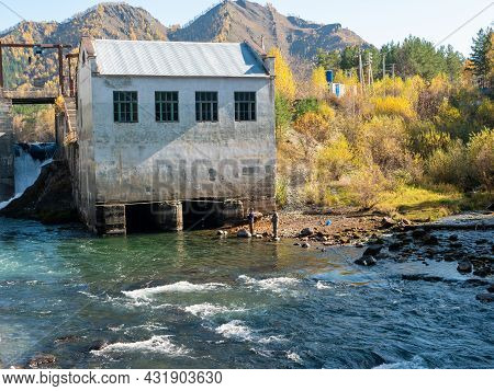 Chemal Hydroelectric Power Station. Fishermen Fish In The Katun River. Chemal, Altai Republic, Russi